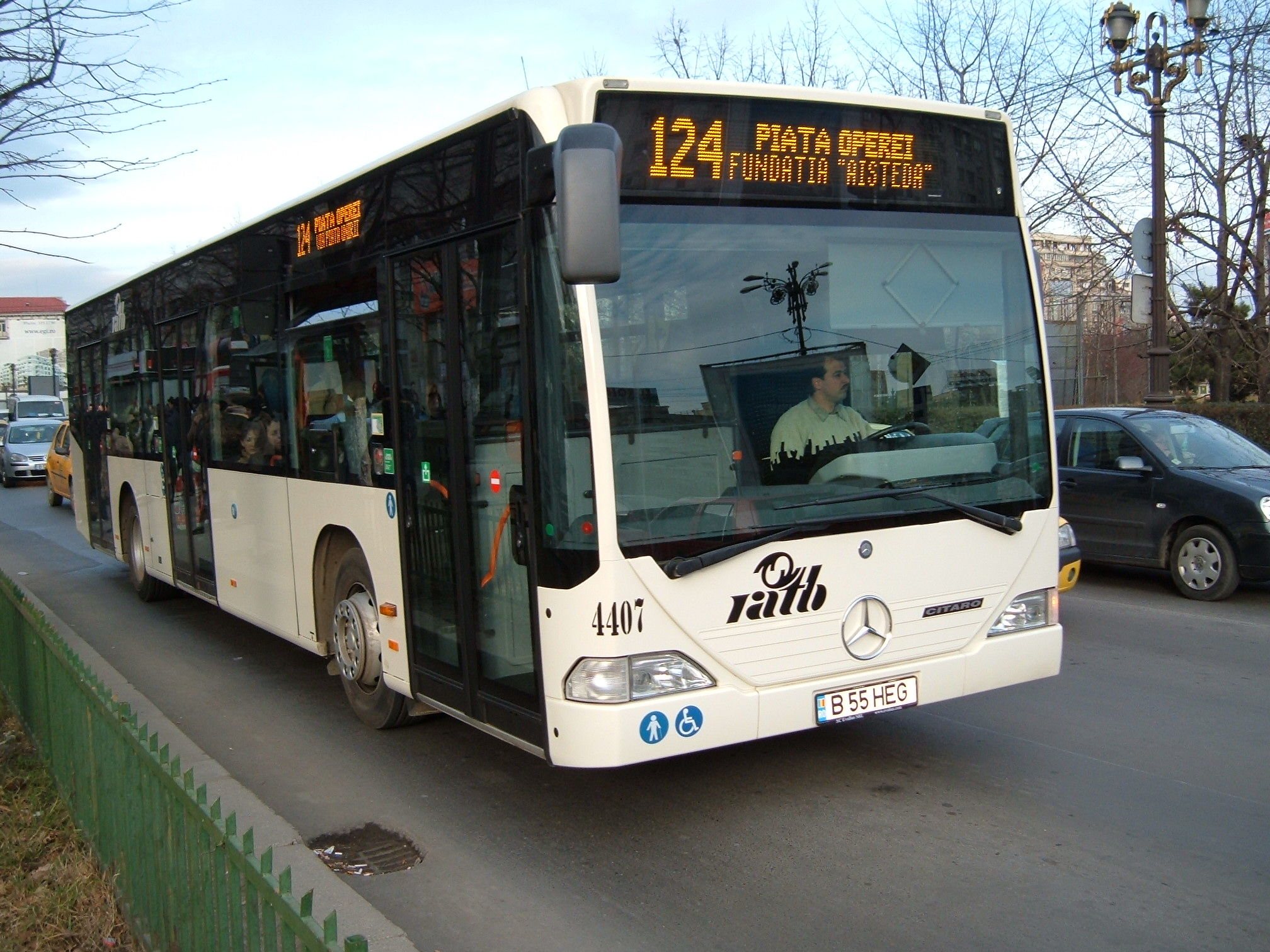 Bus Mercedes on line 124