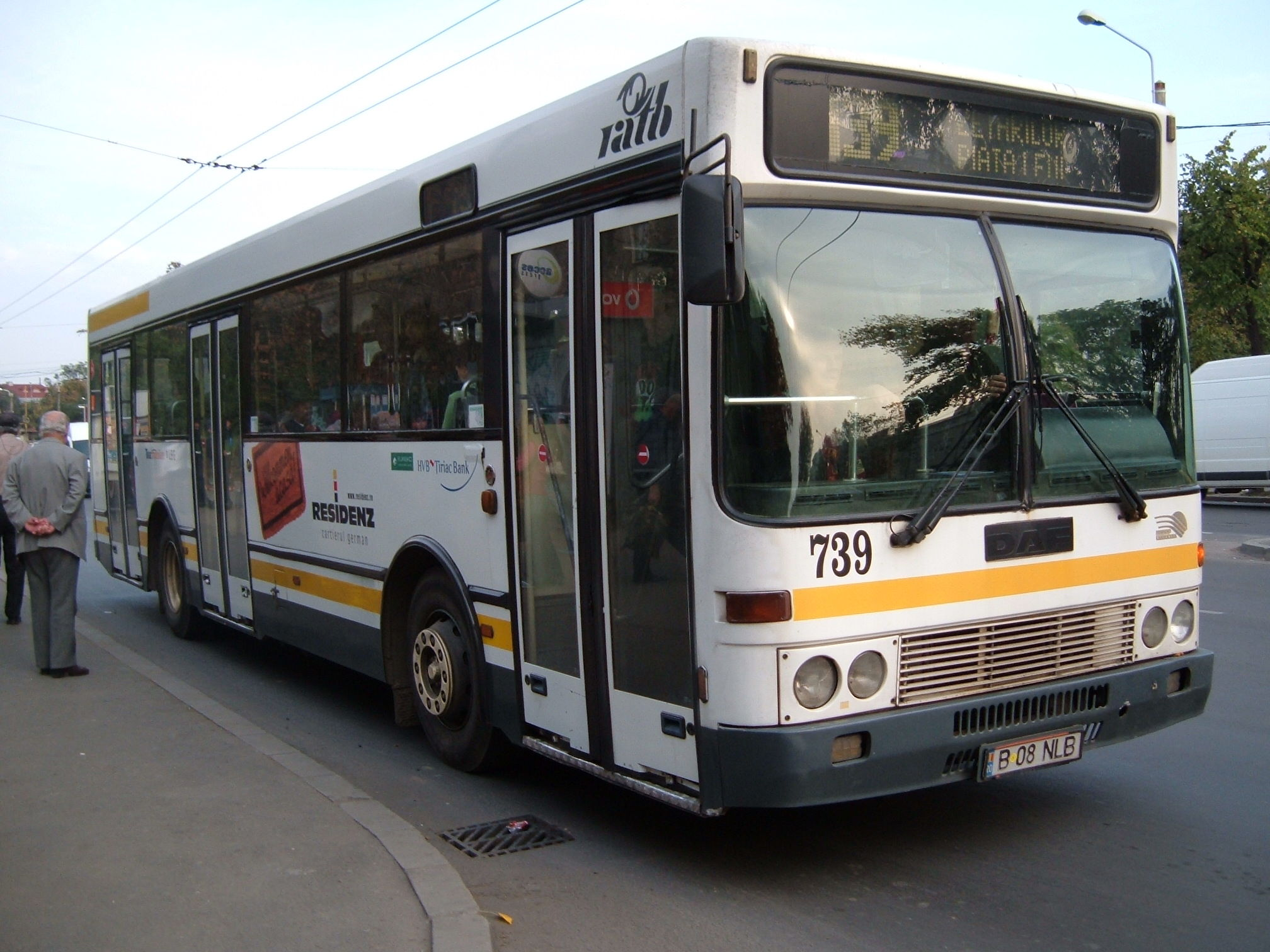 739. Bus DAF on line 139